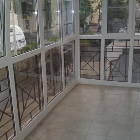 Французское остекление узкого балкона