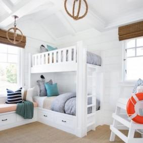 Белая детская комната в морском стиле