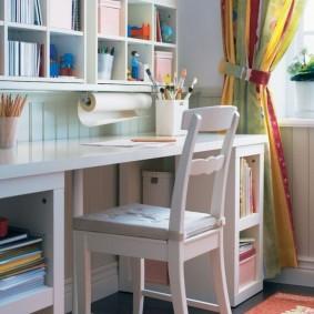 Рабочий стол около окна в детской комнате