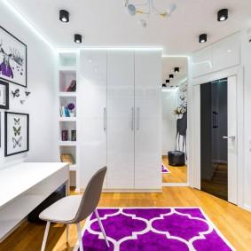 Декор детской комнаты с белой мебелью