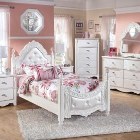 Классическая мебель белого оттенка