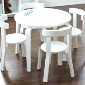 Простая мебель для еды в детскую комнату