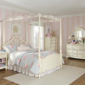 Каркас для балдахина над кроватью девочки подростка
