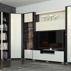 Черно-белая стенка в современной гостиной
