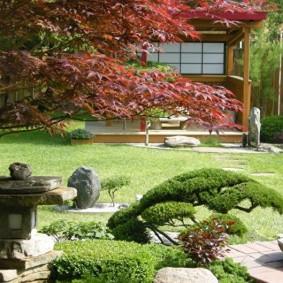 Садовый фонарик из камня в восточном стиле