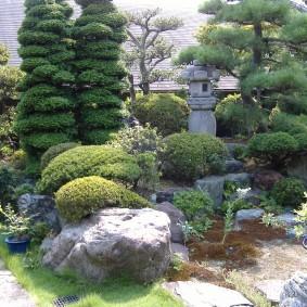 Уоглок каменистого сада в японском стиле