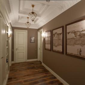 Модульные картины в интерьере коридора