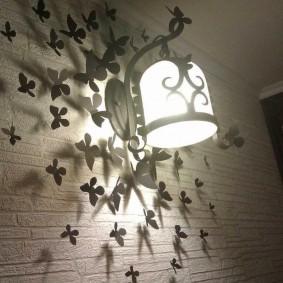 Самодельный светильник в коридоре квартиры