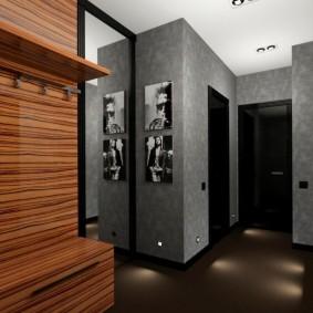 Освещение коридора с серыми стенами