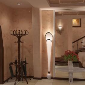 Напольные светильники в холле частного дома