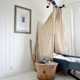 Кровать для мальчика с балдахином на самодельном кронштейне