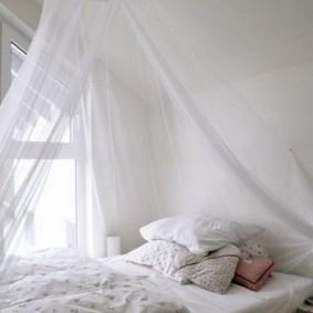 Легкий полог над детской кроватью