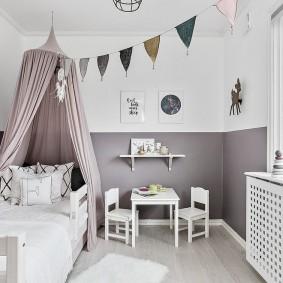 Гирлянда с флажками по диагонали детской комнаты
