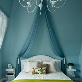 Синие стены в комнате мальчика школьника