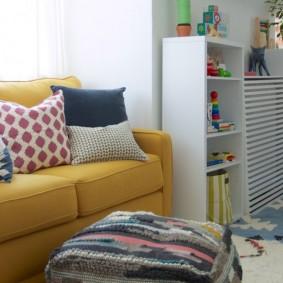Раскладной диванчик с текстильной обивкой