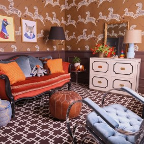 Красивый диван в комнате девочки