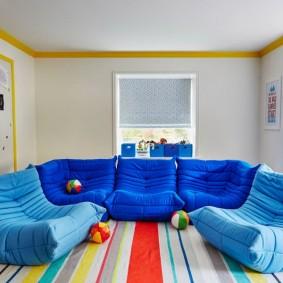 Мягкая мебель синего цвета