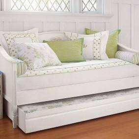 Выдвижная кровать для детской комнаты