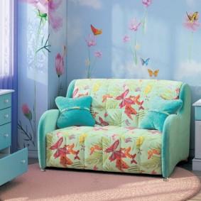 Бирюзовые подушки на маленьком диване