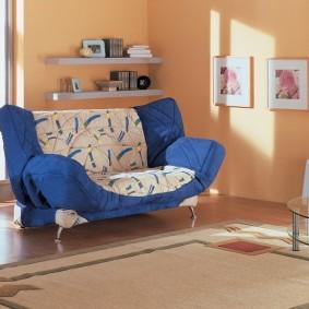 Раскладной диван на хромированных ножках