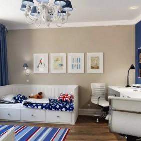 Синие шторы в детской с белой мебелью