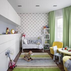 Зеленые шторы в комнате ребенка