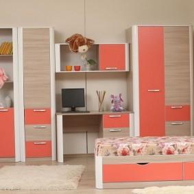 Детская мебель с розовыми фасадами