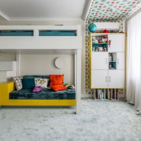 Подвесной шкаф в комнате подростка