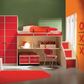 Красные фасады на модульной мебели