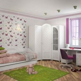 Угловой шкаф в комнате девочки