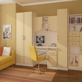Желтый стул в интерьере детской комнаты