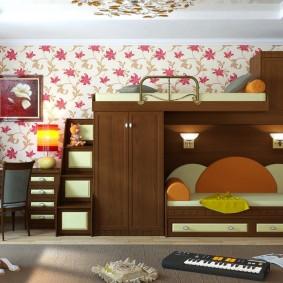 Коричневая мебель в детской комнате