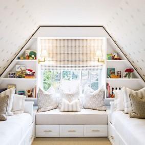 Маленькая комната для двоих девочек