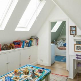 Дизайн детской комнаты в мансарде дачного дома