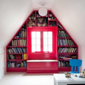 Встроенный стеллаж для детских книжек