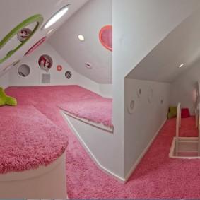 Ковровое покрытие розового цвета