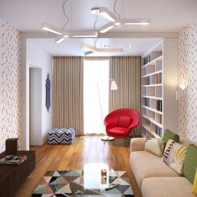 Красное кресло в зале двухкомнатной квартиры