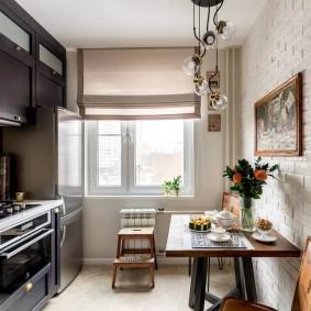 Панели под кирпич на стене кухни