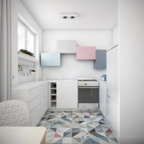 Светлая мебель в кухне-гостиной