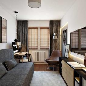 Узкая гостиная с серым диваном
