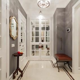 Белые двери в интерьере современной квартиры