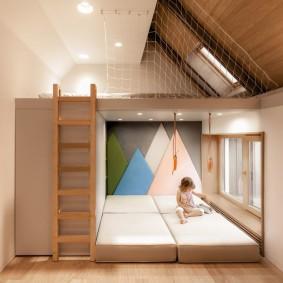 Детское пространство в двухуровневой квартире