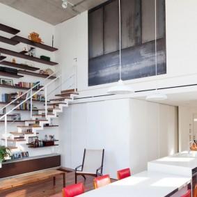 Кухонный остров в двухуровневой квартире