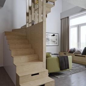 Лестница из толстой фанеры в квартире студии
