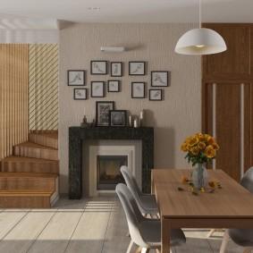 Камин в гостиной квартиры с лестницей