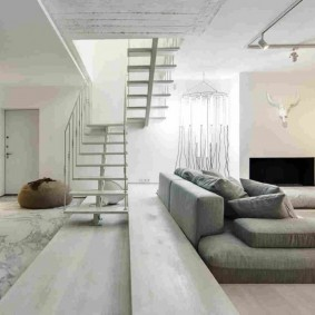 Камин в интерьере квартиры минималистического дизайна