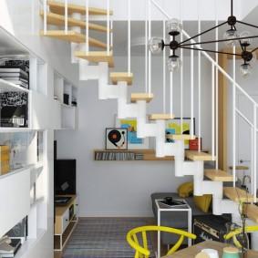 Лестница с деревянными ступенями на металлическом основании