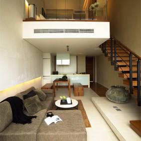 Узкая квартира с двумя уровнями