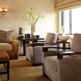 Мягкая мебель в зале двухкомнатной квартиры