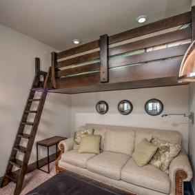 Кровать-чердак в сталинке с высоким потолком